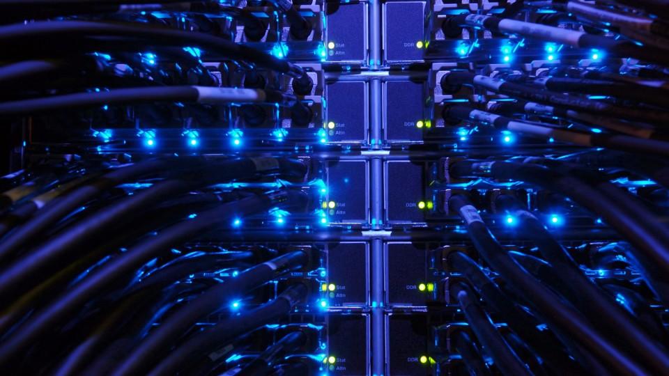 Internet-Server-Network-540x960